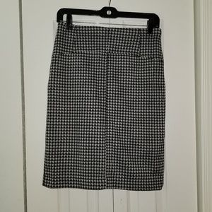 Houndstooth Knee Length skirt